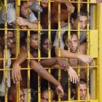 Um em cada 262 brasileiros adultos está na cadeia