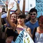Mulheres tiram a roupa na Marcha das Vadias em protesto contra violência