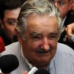 """Presidente uruguaio pede que senadores """"freiem"""" legalização da maconha no país"""