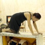 Para facilitar improvisação, atrizes bebem vinho durante encenação de peça em SP