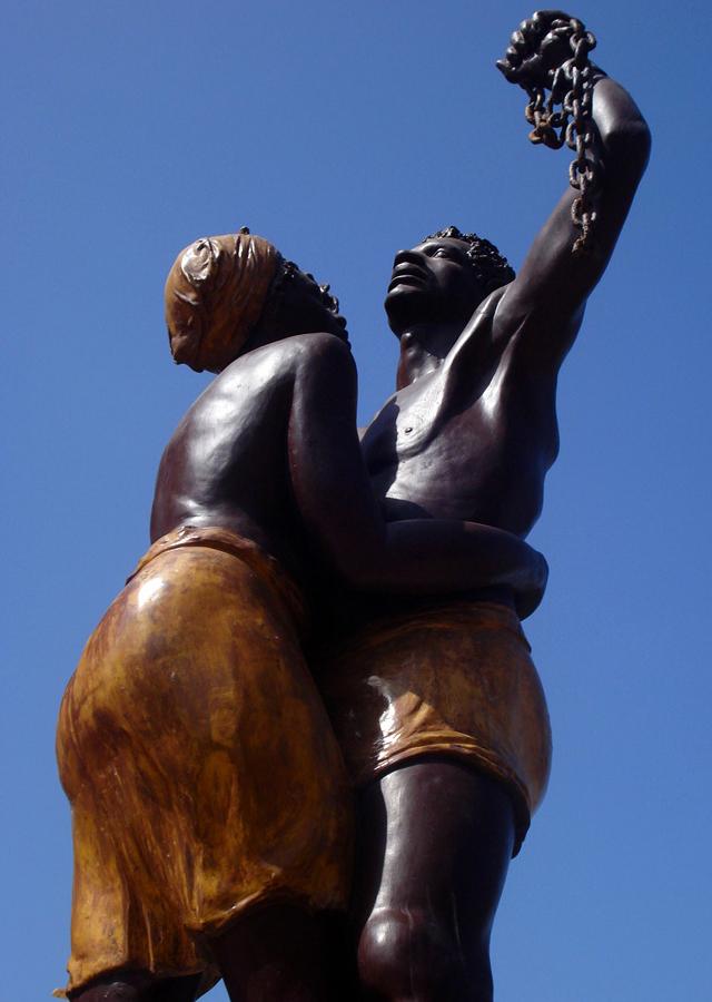 Monumento em Senegal celebra a libertação (libertação?) dos escravos africanos. Crédito: Moises.on