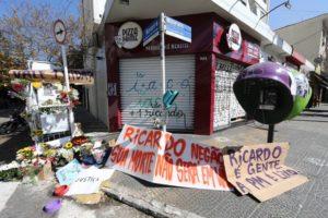 Homenagens ao carroceiro Ricardo Silva Nascimento, executado pela PM em São Paulo.