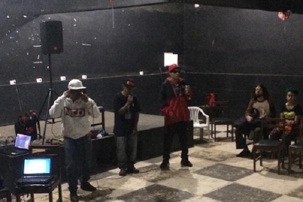 Apresentação do grupo de hip-hop Comunidade Carcerária.