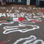 Ato simbólico no consulado mexicano lembrou 4 anos do desaparecimento dos estudantes de Aytozinapa
